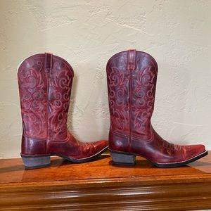 NWOT ARIAT BOOTS RED COWBOY BOOTS ARIAT RED ARIATS